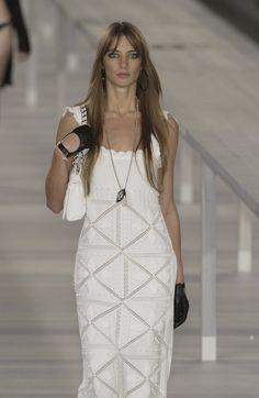 http://www.livingly.com/runway/Chanel/Paris Fashion Week Spring 2004/Ay_Dkj1V7H_