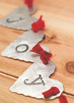 I love this Heart Banner from All Things Christmas, Christmas Holidays, Christmas Decorations, Christmas Ornaments, Xmas, Crafty Projects, Projects To Try, Heart Banner, Joy To The World
