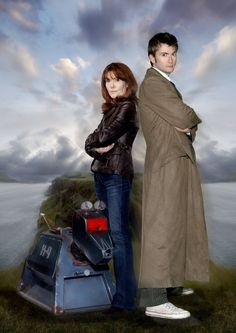 Sarah Jane Smith (Elisabeth Sladen) and the tenth Doctor (David Tennant) Doctor Who 10, 10th Doctor, Geronimo, Anthony Head, Sarah Jane Smith, Doctor Who Companions, School Reunion, Torchwood, Time Lords