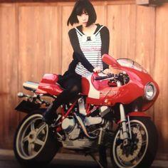 お父さんにバイク乗って!てお願いされてめっちゃしぶしぶいやいや乗ったやつの写真。改めてみたらかっこいい写真だった。父やるな。 (Photo by nemuqnから)