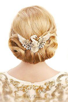 "Fair Masters - handmade brooch ""The Golden Swan"". Bird Jewelry, Jewelry Crafts, Jewelry Art, Beaded Jewelry, Jewelery, Jewelry Accessories, Bridal Accessories, Bead Embroidery Jewelry, Beaded Embroidery"