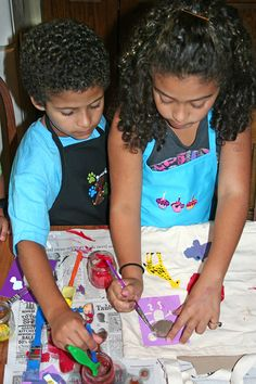 Custom Embroidered Kid's Art Smocks from RK's Embroidery Boutique  http://www.rksboutique.com/chef-hats-and-aprons/  #crafts #kidscrafts #artwithkids #kidsart #embroidery #embroiderydesign #craftswithkids #art #smock #artist #artistsmock #apron #kidsapron #embroideredapron