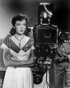 Ida Lupino was often bored on set bc she wanted to do the director's work, and started thinking about it while on suspension for rejecting KING'S ROW. At meetings of the Directors Guild, members would regularly be addressed as « Gentlemen and Miss Lupino.