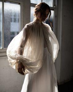 The Lane 2019 Photography Workshop - The Lane - hashtags} - Chic Hochzeit Style Rock, Bridal Gowns, Wedding Dresses, Fashion Details, Fashion Design, Photography Workshops, Mode Inspiration, Mode Style, Bridal Style