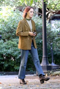 Saoirse Ronan in Lady Bird Vogue, Aesthetic Clothes, Costume Design, Girl Crushes, Marie, Beautiful People, Personal Style, Winter Fashion, Blond