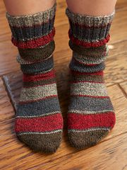 Ravelry: Simple socks my way pattern by Lena Gjerald Cuff down, a TUT for beginners or refresher, or learn something new. Loom Knitting Projects, Easy Knitting, Knitting For Beginners, Baby Knitting Patterns, Knitting Socks, Knitting Machine, Knit Sock Pattern, Wool Socks, Socks