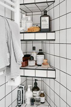 I love this interior design! It's a great idea for home decor. Home design. Bathroom Inspo, Bathroom Interior, Bathroom Inspiration, Interior Inspiration, Interior Ideas, Bathroom Ideas, Bathroom Styling, Lavabo Design, Bathroom Organization