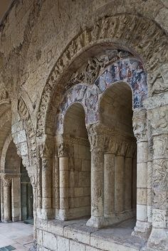 Tympanum, Abbaye Saint Aubin, Angers (Maine-et-Loire) Photo by PJ McKey Romanesque Architecture, Religious Architecture, Loire Valley France, Medieval Art, Renaissance Art, Roman Church, Chapelle, Barcelona Cathedral, Travel Plan