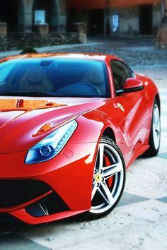 Ferrari! Such a beautiful Italian #celebritys sport cars  http://sport-car-collections.lemoncoin.org