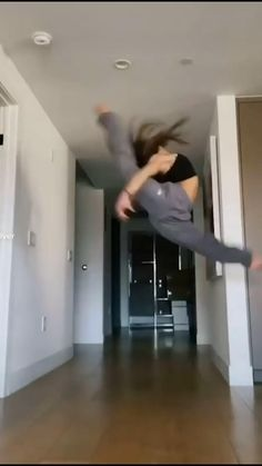 Gymnastics Skills, Gymnastics Poses, Amazing Gymnastics, Gymnastics Videos, Acrobatic Gymnastics, Gymnastics Workout, Dancer Workout, Dance Workout Videos, Ballet Dance Videos