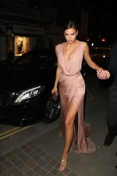 #IrinaShayk bringing all the alternative #weddingdress ideas in this rose-coloured silk gown! Noted.