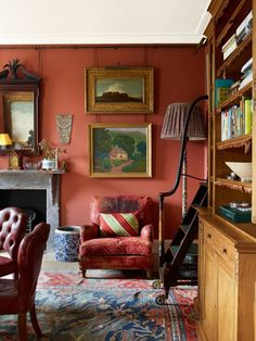 Robert Kime's Handsome London Home Bold red walls make a statement in the dining room. His interiors are always wonderfully layered—the rugs, the textiles, the books, the art. English Interior, English Decor, Antique Interior, Casas Magnolia, Block House, Home Interior Design, Interior Decorating, Country House Interior, Home Decor