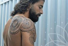 Menna - les tatouages au henné pour homme - http://www.2tout2rien.fr/menna-les-tatouages-au-henne-pour-homme/