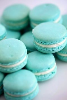 Tiffany blue, aqua, turquoise (great with teal) macaroons Blue Macaroons, French Macaroons, Macaroons Wedding, Breakfast At Tiffany's, Beauty And More, Love Is Sweet, Sweet 16, Aqua Blue, Gastronomia