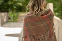 "Wool throw ""Inner glow"" - Terra Mama Hand Weaving, Glow, Feminine, Fashion, Women's, Moda, Hand Knitting, Fashion Styles, Sparkle"