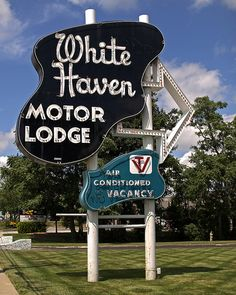 Landmark sign of White Haven Motor Lodge of Overland Park, Kansas.