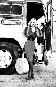 Guess AD campaing fall 2011by Ellen von Unwerth