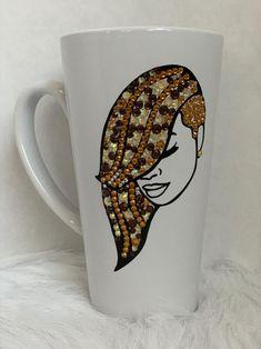 Diy Wine Glasses, Painted Wine Glasses, African Crafts, Black Art Pictures, Diy Mugs, Glitter Cups, Jar Crafts, Mug Designs, Mannequin Art