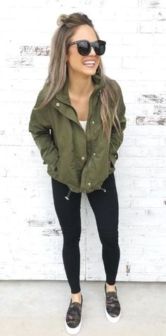 casual outfits for winter . casual outfits for women . casual outfits for work . casual outfits for school . Outfits Leggins, Black Leggings Outfit, Green Leggings, Outfit Jeans, Summer Leggings Outfits, Olive Pants Outfit, Ripped Leggings, Cute Spring Outfits, Fall Winter Outfits