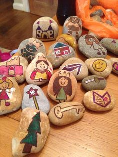 We love these story stones created by Kaz. Story stones are a wonderful addition to any story time activity and are a perfect craft activity for children. Year 1 Classroom, Eyfs Classroom, Classroom Displays, Traditional Tales, Traditional Stories, Story Sack, Primary Teaching, Teaching Ideas, Story Stones