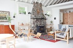 O Canada: Mjölk's Renovated Scandi-Style Cabin on a Lake