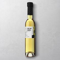 Die Wajos-Antwort auf den italienischen Balsamico Bianco: Dieser edle weiße Balsamico überzeugt durch seine Ausgewogenheit und ist die perfekte Grundlage für Dressings jeder Art. Ebenso lecker: zu Käse.
