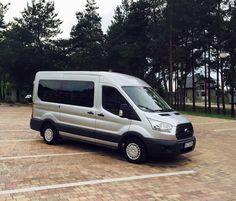 Ford Transit - 8 foteli z podłokietnikami, klimatyzacja, nagłośnienie. Więcej o wynajmie busów na http://www.dar-trans.pl/wynajem-busow