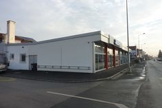 Filiale Nr. 94, Kärntner Straße 141: repräsentative Großfiliale in der stark befahrenen Ausfallsstraße. Stark, Recreational Vehicles, Graz, Camper, Campers, Single Wide