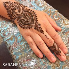 Tanya is a fellow #ladyboss / small business owner and is a powerhouse of a woman! So awesome to be able to connect with her today. . . #sarahenna #henna #mehndi #kirkland #kirklandart #seattlehenna #seattle #pnw #hennaartist #art #artist#425 #seattleart #kirklandartist #kirklandhenna #naturalhenna #hennaart