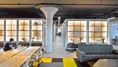 Built by STUDIOSC in Brooklyn, United States with date Images by Garrett Rowland. Foot Ground floor space, STUDIOSC was commissioned to envision a creative co-working offic. Corporate Office Design, Corporate Interiors, Office Interiors, Brooklyn, Concrete Interiors, Workspace Design, Office Workspace, Office Spaces, Open Office