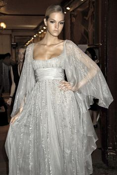 Elie Saab at Couture Fall 2007 - Backstage Runway Photos Beautiful Gowns, Beautiful Outfits, Gorgeous Dress, Couture Fashion, Runway Fashion, Korea Fashion, High Fashion, Pretty Outfits, Pretty Dresses
