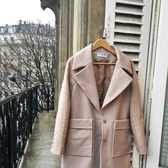 Hey everyone! it's @shotfromthestreet here posting from #PFW. It's grey and rainy here in Paris thankfully I've got this gorgeous Coralie Marabelle x La Redoute coat to keep me warm! #myredouteuk