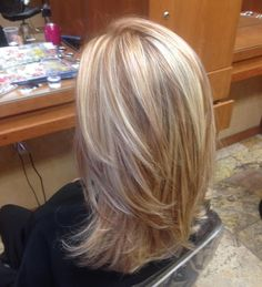 Blonde highlights with copper low lights! STYLE OF CUT I LIKE – Lady Makk Blonde highlights with copper low lights! Blonde Lowlights, Blonde Hair With Highlights, Blonde Color, Caramel Highlights, Fall Blonde Hair, Blonde Layered Hair, Red Blonde, Peekaboo Highlights, Purple Highlights