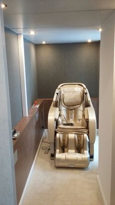 The massage chair is designed to offer a total massage experience covering many parts of your body. The Zero Gravity feature provides a minimized spinal stress Shiatsu Massage Chair, One Room Apartment, Massage Techniques, Yamaguchi, Zero, Stress, Mansions, Design, Manor Houses