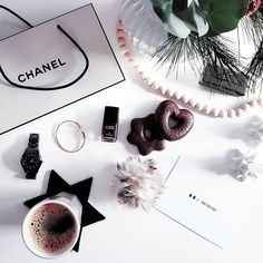 #flatlay #interior123 #interiordesign #christmas #armani #interiordesign #whiteliving #whitehome #interior4all #interiorlovers #interiorandhome #interior_design #instahome #interior_and_living #decor #minimalisminterior #interiorwarrior #chanel #homedecor #interior_instas #interiorwife #mynordicroom #nordicstyle #scandic #scandinaviskehjem #danish #minimalism #interior #instahome #skandinaviskdesign #emporioarmani