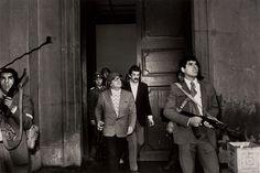 11 de septiembre, 1973   El presidente democrático de Chile, Salvador Allende, momentos antes de su muerte durante el golpe de estado, en el palacio presidencial de la Moneda, en la capital Santiago de Chile.