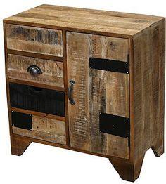 Wohnmöbelprogramm »Botario« mit einem Korpus aus FSC®-zertifiziertem Mangoholz. Die Fronten werden aus recyceltem Holz gefertigt. Interessante Optik in harmonischen Farben. Mit Metallgriffen. Jedes Möbel ist ein Unikat. Die Kommode »Botario« ist ein echter Hingucker in Ihrem zu Hause. Maße (B/T/H): 70/35/70 cm Farbe: Schubkästen und Tür: Hell und dunkel natur, Details: 1 Holztür, 4 Schubkäst...
