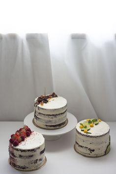 chocolate cakes with berries, lime & mango, hazelnut mousse Mango Chocolate, Chocolate Dipped Fruit, Chocolate Desserts, Cake Decorating With Fondant, Cake Decorating Techniques, Angle Food Cake Recipes, Dessert Recipes, Bolo Red Velvet, Mango Cake