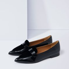 Handmade loafers with pointy toe, made in Spain, upper in patent leather and black velvet, leather insole, outsole in rubber, 15mm heel, delivered in cotton dust bag and exclusive shoe box.