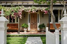 Cottage Style A garden doesn't have to be high-maintenance to make a statement, as shown by this one in Melbourne, Australia. Designed by Chris Gursansky of Semken Landscaping, this beauty combines neat lawns and low hedges with splashes of cottage-style color. Tip: Use climbing roses to frame a front porch or over a gated archway.