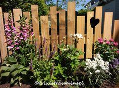 Ich hab schon vor ner ganzen Weile einen wunderschönen Holzzaun bei Christel vom Blog POMPONETTI gesehen und war gleich hin und weg :) ...
