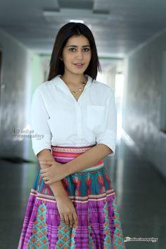Raashi-Khanna-in-skirt-and-top-stills-(3)