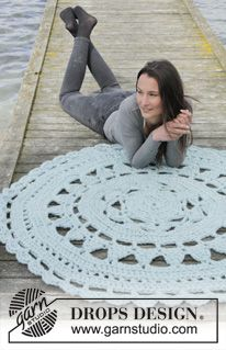 "Ice Rose - Crochet DROPS rug in 3 strands ""Eskimo"". - Free pattern by DROPS Design"
