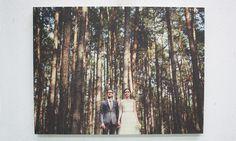 Trouwfoto op hout. Meer informatie via https://www.timberprint.nl//trouwfoto-op-hout #fotoophout #fotografie #wood #hout #trouwfotoophout