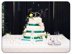 Wedding cake. Rhian Pieniazek Photography.
