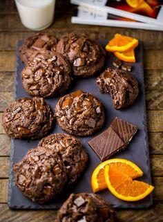 Chocolate Orange Brownie Cookies These Gooey Chocolate Orange Truffle Cookies are insanely decadent! Brownie Cookies, Chocolate Orange Cookies, Orange Brownies, Chocolate Chips, Dark Chocolate Orange, Lindt Chocolate, Baking Recipes, Cookie Recipes, Dessert Recipes