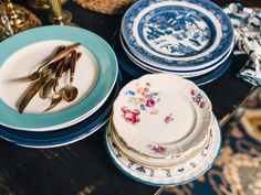 Create a Vintage-Style, Mismatched Tablescape : Decorating : HGTV