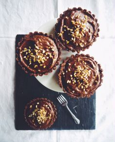 Annie's Hungry: Raw Chocolate and Hazelnut Tarts