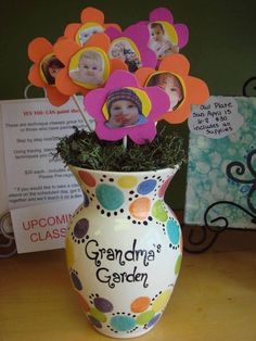 such a cute Spring craft idea for the Grandkids to make for Grandparents Day or Mother's Day!such a cute Spring craft idea for the Grandkids to make for Grandparents Day or Mother's Day! Grandparents Day Gifts, Diy Mothers Day Gifts, Grandma Gifts, Special Gifts For Him, Gifts For Kids, New Crafts, Baby Crafts, Crafts Cheap, Craft Gifts