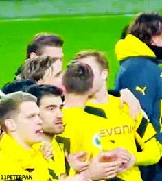 Lukasz knows how to pet Kuba :) Love Me Like, Football Players, Things I Want, Polish, Hero, Sports, Marco Reus, Vfl Wolfsburg, Cuba
